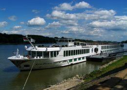 luxury-boat-846979_640